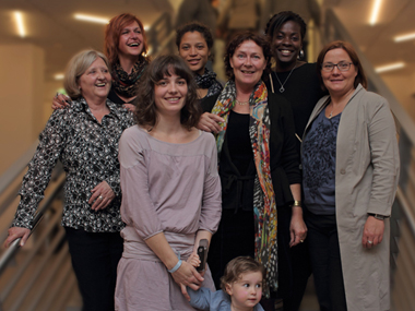 Das Team von Exile Kulturkoordination e.V. mit Davina Donaldson (Zweite von links oben) und Christine Link (Zweite von links unten)